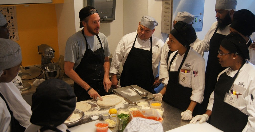 Celebrity chef Spike Mendelsohn conducts a pizza demo for culinary job training students at D.C. Central Kitchen. (Photo: D.C. Central Kitchen/Flickr)
