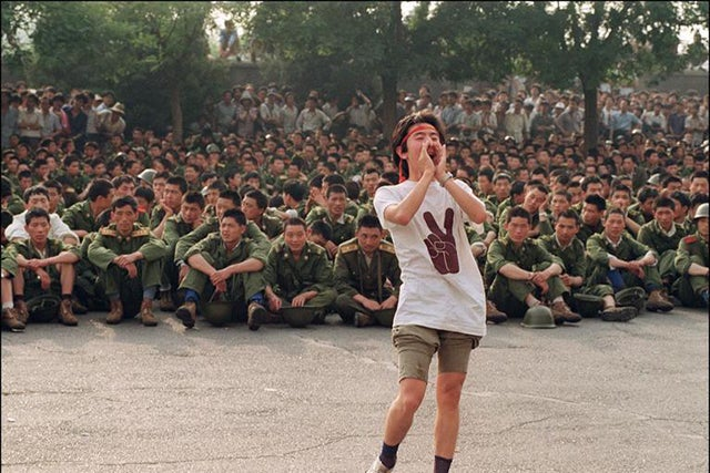 A student asks soldiers to go home on June 3, 1989. (Photo: USNews via Twitter)