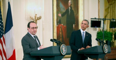 At a White House news conference, President Barack Obama and President Francois Hollande of France challenged Russia to direct its military efforts against the Islamic State, not on propping up Syrian President Bashar al-Assad. (Photo: Dennis Brack/Newscom)