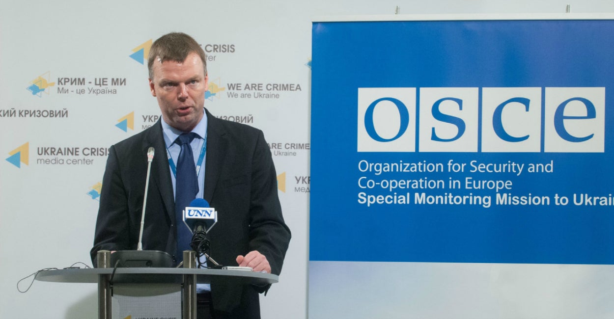Alexander Hug, deputy chief monitor of the Organization for Security and Cooperation in Europe (OSCE) Special Monitoring Mission in Ukraine, speaks to journalists Thursday in Kyiv. (Courtesy Ukraine Crisis Media Center)