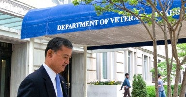 US Veterans Affairs Secretary Eric Shinseki departing the VA on his way to the White House. (Photo: AFP PHOTO/KAREN BLEIER/AFP/Getty Images)