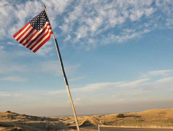 american-flag-desert