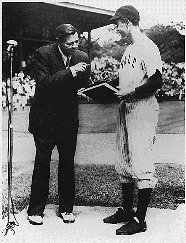 A Young George H.W. Bush with Babe Ruth in 1948. (Photo: National Archives via pingnews)