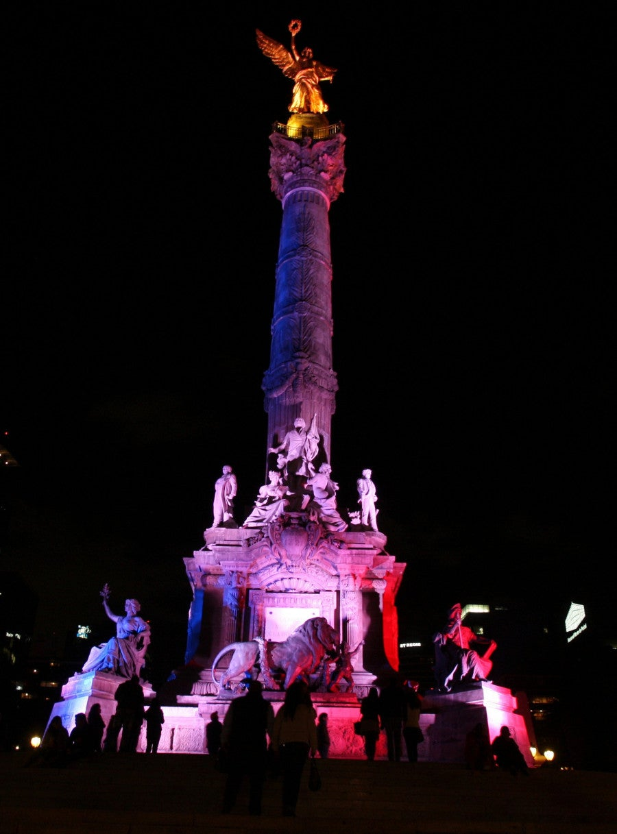 Independence monument is lit with the colours of the French national flag in solidarity with the victims of the deadly Paris attacks, in Mexico City, Mexico. (Photo: EFE/Mario Guzman/Newscom)