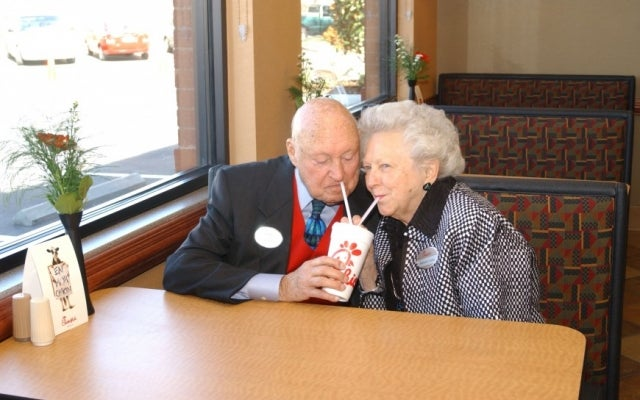 Truett and Jeannette Cathy in 2006. (Photo: Chick-fil-A)