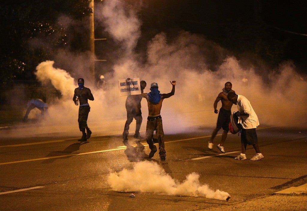 Protesters retreat as tear gas canisters detonate around them. (Photo: Chris Lee/St. Louis Post-Dispatch/MCT)