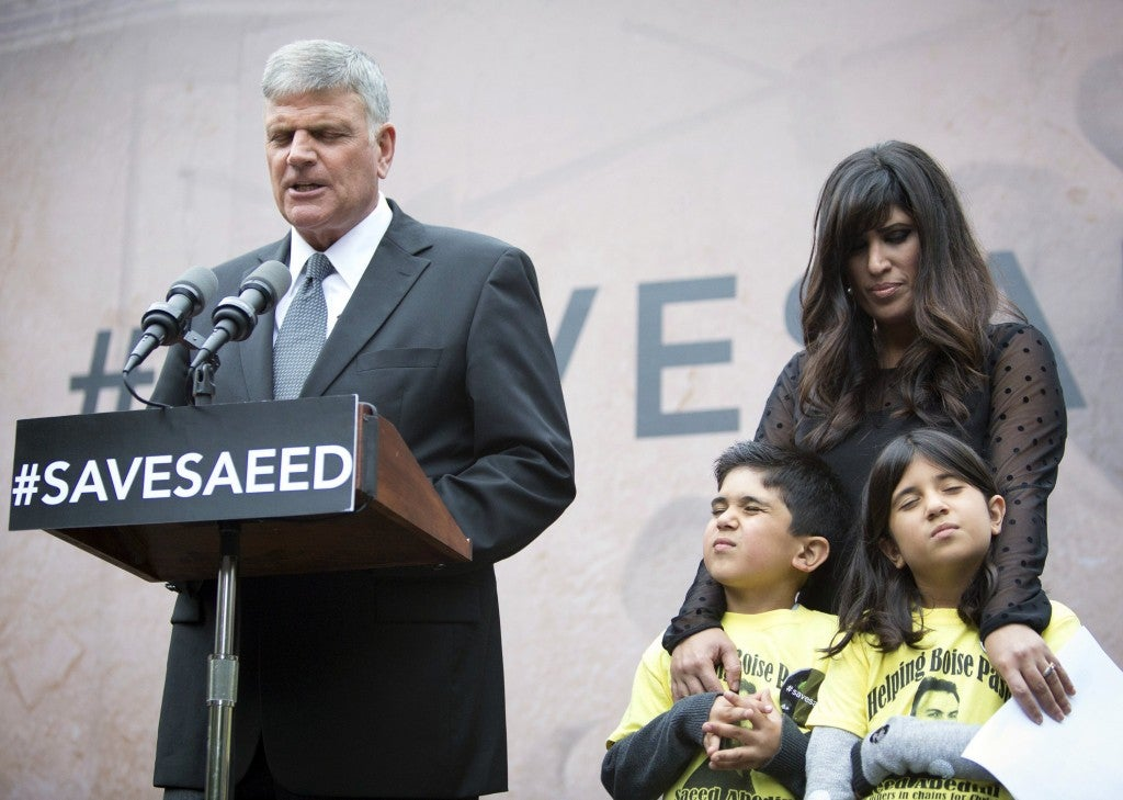 Rev. Franklin Graham, left, prays with Naghmeh Abedini and Abedini's two children, Jacob, 6, and Rebekka, 8, at a prayer vigil outside the White House in Washington, D.C. (Photo: Toby Jorrin/MCT/Newscom)