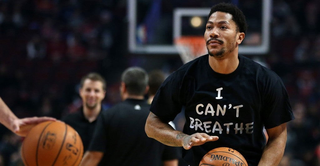 Chicago Bulls guard Derrick Rose wears a shirt reading 'I Can't Breath' while warming up. (Photo: Chris Sweda/Chicago Tribune/Newscom)
