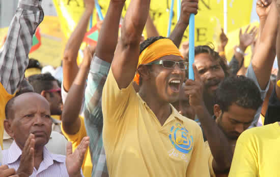 A supporter of former Maldives President Mohamed Nasheed shouts slogans during a rally in Male, Maldives, Feb. 17, 2012. Some 10 thousand supporters of former Maldives President Nasheed took part in a mass rally calling for an early election. (/Che Hongliang)
