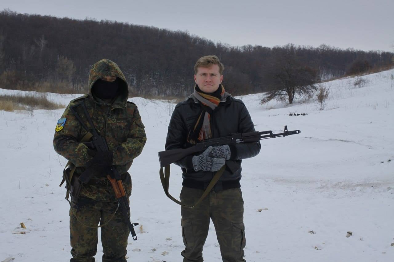 Russian dissident Andrei Kuznetsov (right) with an unidentified Ukrainian soldier. (Photo courtesy Andrei Kuznetsov)