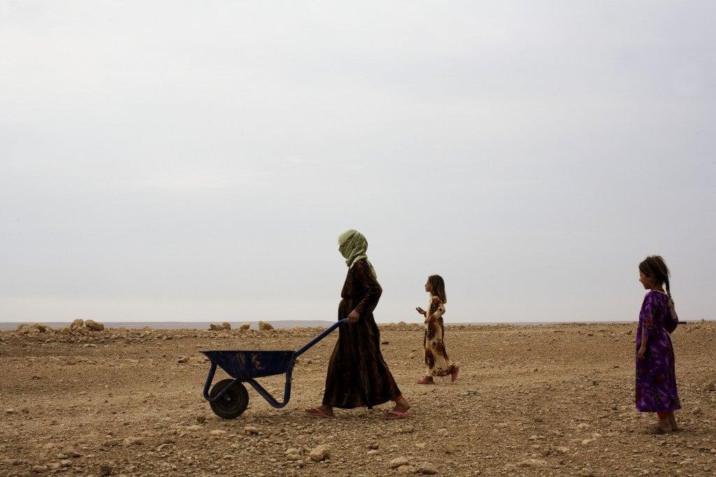 American army patrols Iraqi western desert near Tel Afar