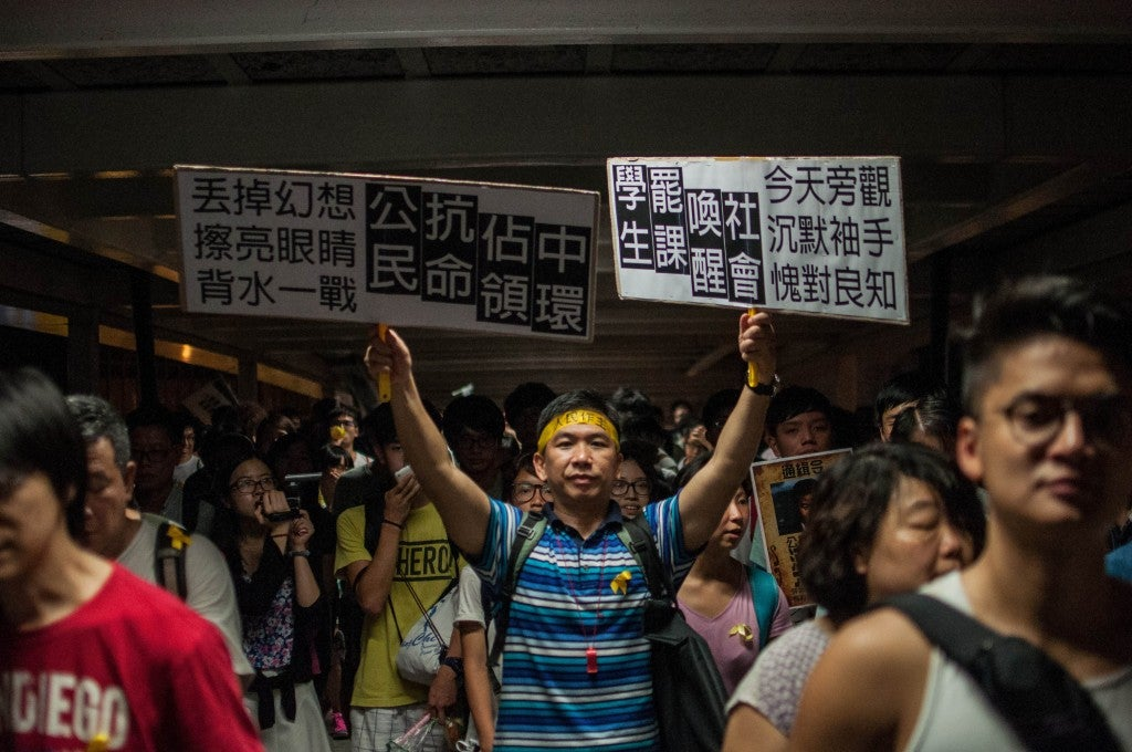 Hong Kong students fight for democracy