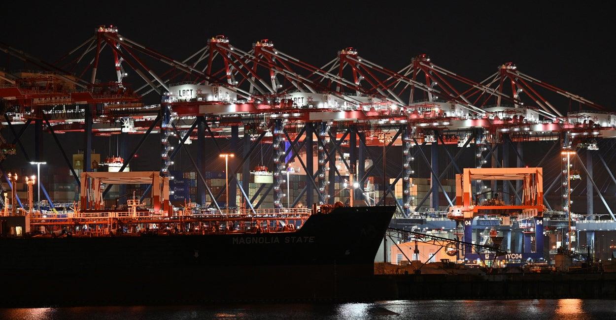 supply chain width=