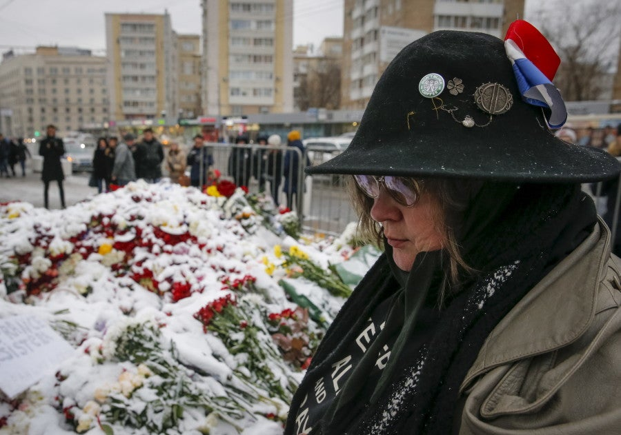 People gather in a cold Moscow, Russia to commemorate victims near the French embassy. (Photo: REUTERS/Maxim Zmeyev/Newscom)