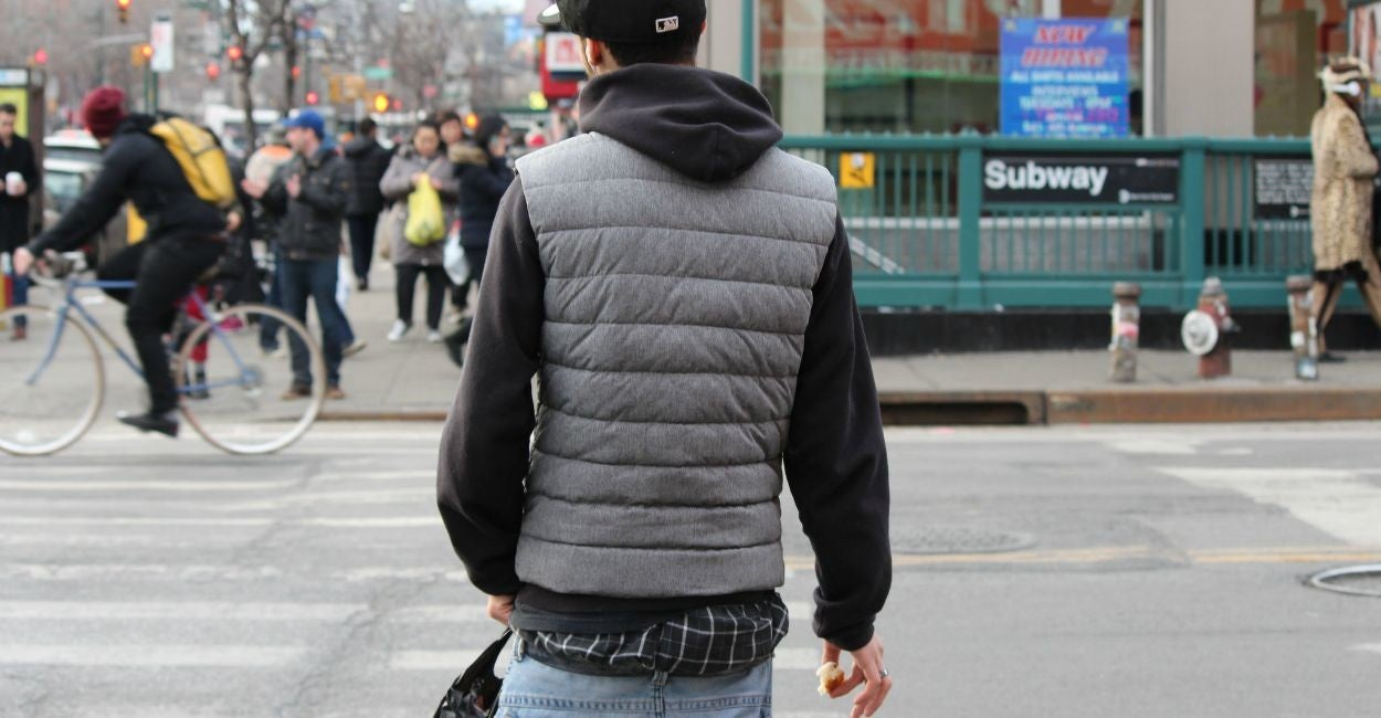 sagging jeans How to sag your pants sagging your pants can be a fun fashion choice or political statement make sure you know whether it is acceptable to sag your pants.