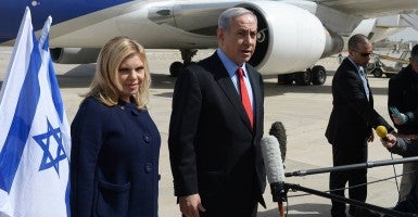 Prime Minister Benjamin Netanyahu with his wife Sarah leaving Tel Aviv on their way to Washington. (Photo: Amos Ben Gershom/Newscom)