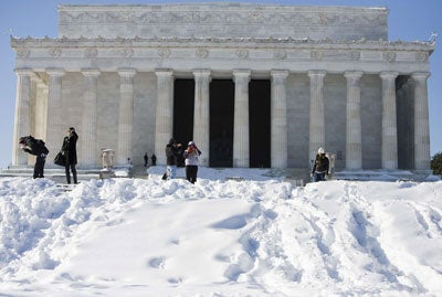 Snow storm hits nation's capital