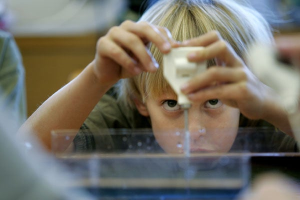 student-scienceclass_120724