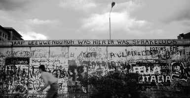 Berlin's wall in 1986. (Photo: Michael Magercord/Ropi/ZUMA Wire)